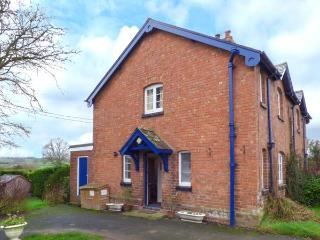 EUDON BURNELL COTTAGE, pet-friendly character cottage with WiFi and woodburner, lawned garden, near Bridgnorth Ref 22221