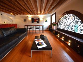 Fenice - a glamorous designer apartment