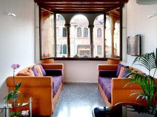 Otello - truly charming in top location with roof-top terrace