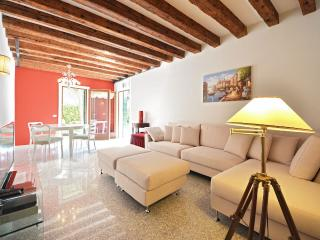 Palladio Garden - contemporary style apartment with shared garden