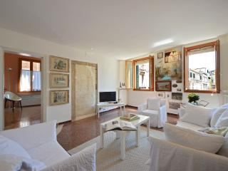 San Bortolo - bright and newly restored apartment with great view