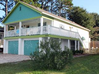 North Beach Access Across the Street - Pet Friendly - Seastar - 1312 Bay St, Tybee Island