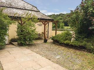 WOODVALE HOUSE, cosy retreat, WiFi, pet-friendly, woodland garden, Chulmleigh, Ref 926399