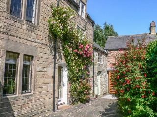 ANNE'S BRIAR COTTAGE en-suite shower, four poster double bed, WiFi in Winster