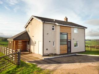 PEN BRYN LLAN, detached farmhouse, en-suite, summer room, patio with furniture, Llannefydd, Ref 931237