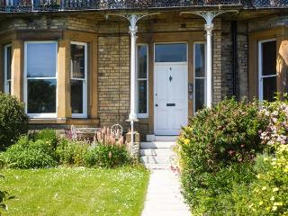 3 BALMORAL TERRACE, sea views, WiFi, doorstep amenities, near the beach, in Saltburn, Ref. 917264