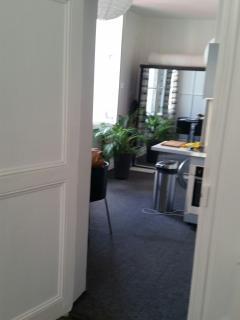 vue du salon vers la cuisine salle-à-manger