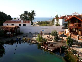 RAFAEL CHALET STUDIO, wooden bungalows with pool, Ericeira