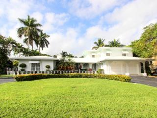 Exclusive Waterfront Floridian Villa, Fort Lauderdale