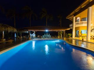 Breathtaking Villa with a View of Gold - Villa Vista de Oro
