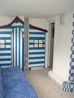 la toute petite salle d'eau du studio voyageur