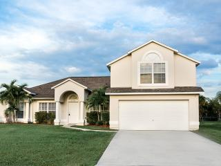 Luxurious Home-private Heated pool, 5 Beds 3 Baths, Port Saint Lucie