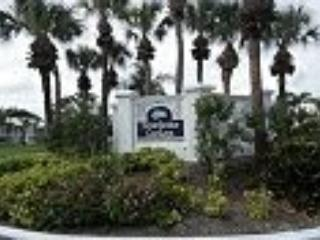 Beautiful condo backing on Plantation Golf Course, Venice