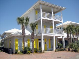 South Seas Home on 1st Beach Street! Walk to Beach, Miramar Beach