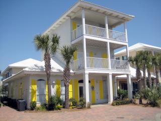 South Seas Home on 1st Beach Street! Walk to Beach, Miramar Beach