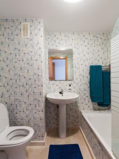 En suite bathroom for bedroom 1