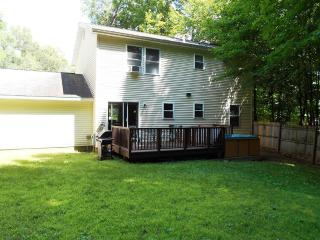 Updated Colonial close to town available all year