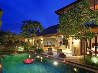 Private & Luxury 3BR villa near Seminyak