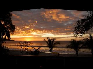 Front Row Center!!! On Flamingo Beach: 5BR/Pool, Playa Flamingo