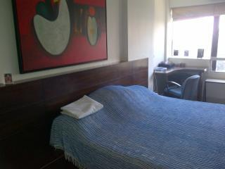 One comfortable airy room with bath in S. Mumbai, Bombay