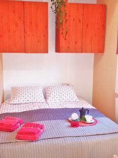 'Bedroom IV': 1 double bed, bedside table, 2 wardrobes