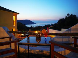 'NAIADES2'  SPACIOUS APARTMENT CLOSE TO THE TOWN, Skopelos Town