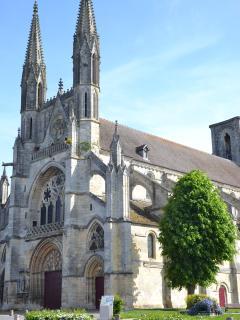 l'église saint martin située en face de la résidence