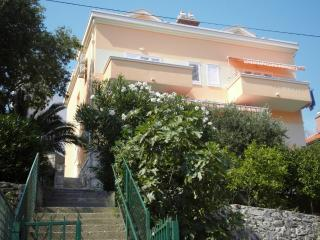 LAST MINUTE from 4 NOVEMBER ! Apartment Luigi 4+1 in the heart of MAKARSKA