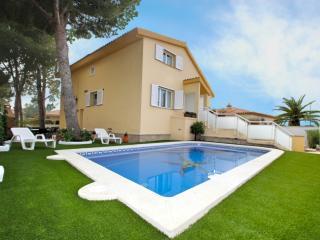 B06 AMELIE villa piscina privada, jardín, barbacoa, L'Hospitalet de l'Infant