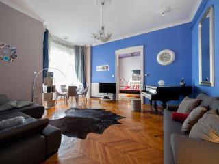 Elegant Promenade Sunny Terrace: CLASSY PIANO HOME
