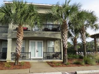 Miramar Villas 101, 4BR/4BA spacious townhouse! Steps to the Beach!