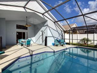 5 Minutes to Disney! Heated Pool, Hot Tub, Game Room & Privacy, Kissimmee