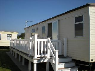 2-bedrooms in Highcliffe (Bournemouth, sleeps 6), Barton-on-Sea