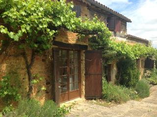 Charming Renovated Farmhouse (with Heated Pool)
