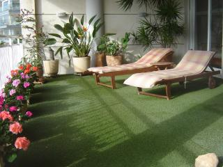 Looking for something special?  We have the only gardenterrace for relaxing & sunbathing in the port