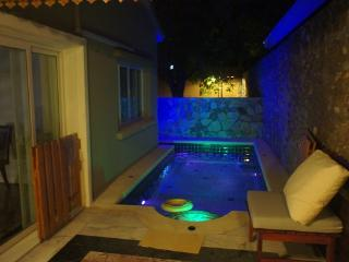 Private Pool Villa in Tranquil Estate Silk Road Pl, Jomtien Beach