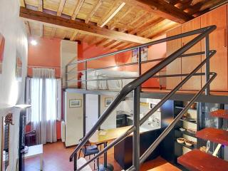 Sprone Mezzanine apartment in Oltrarno with WiFi, airconditioning & lift.