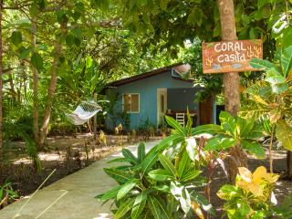 Coral Casita -Bungalow near the beach AC/WiFi/Pool, Santa Teresa