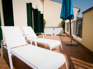 Studio with terrace in Historical centre, next to Cathedral and close to beach