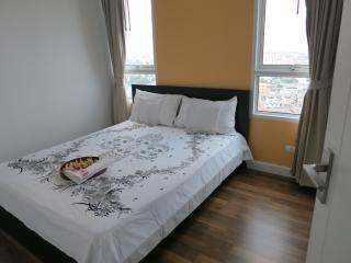 Bedroom for 2. 5 mins. BTS, Wifi,Pool,Gym&NightMkt, Bangkok