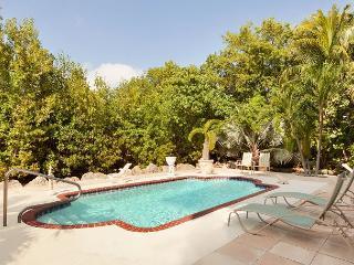 Mediterranean styling, oceanview, pool, dockage, hot tub