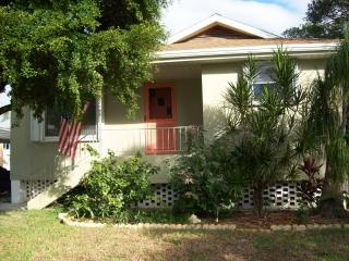 Waterside Cottage on the Canal near Times Square, Fort Myers Beach