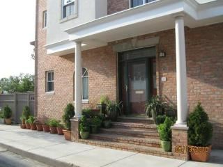 Philly Bed & Bagel, up to 3 Spacious Bds/2 Ba, Guest Kitchenette/Lounge & more!