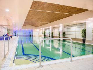 Luxury 5 Bed House - Views & Pool!
