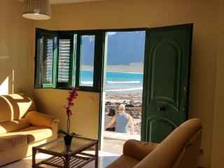 Casa en la playa de Famara con vistas al mar