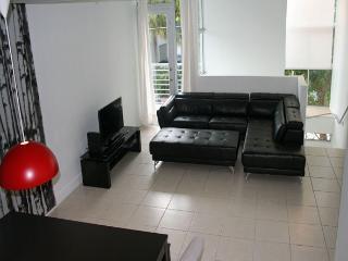 Miami Beach Town Home close to beach, sleeps 6