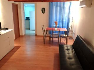 LOVELY APARTMENT CLOSE TO LAS RAMBLAS BARCELONA, Barcelona