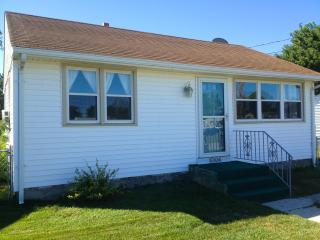 Walk to Beach! WiFi! Pool Access, Easy Parking, Cape May