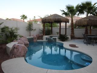 Las Vegas VILLA 1- 8 miles So Strip, Pool, Spa