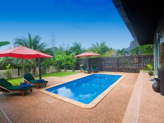 Good size pool with quality out-door furniture, sun-loungers table and chairs